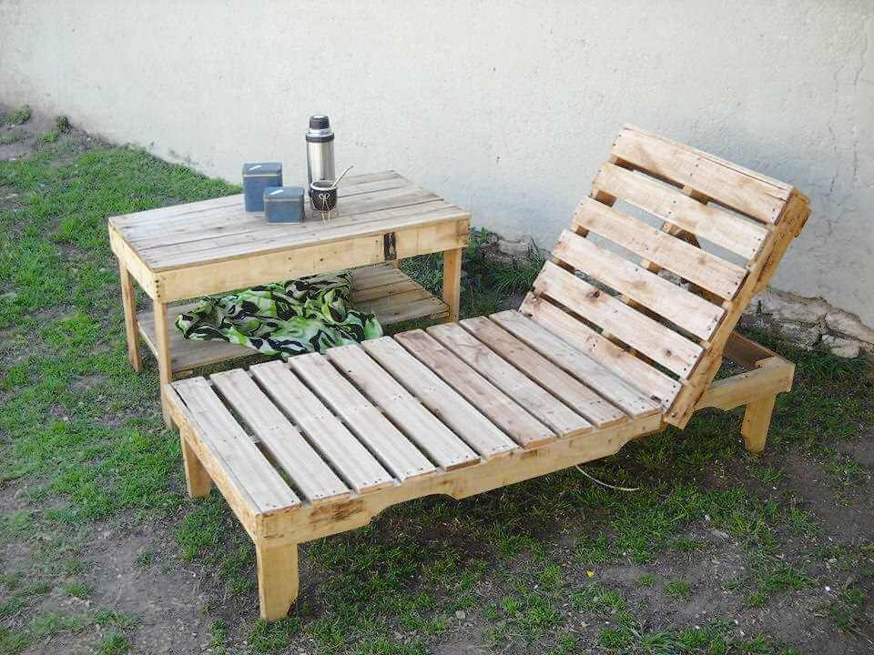 pallet outdoor lounger with side table