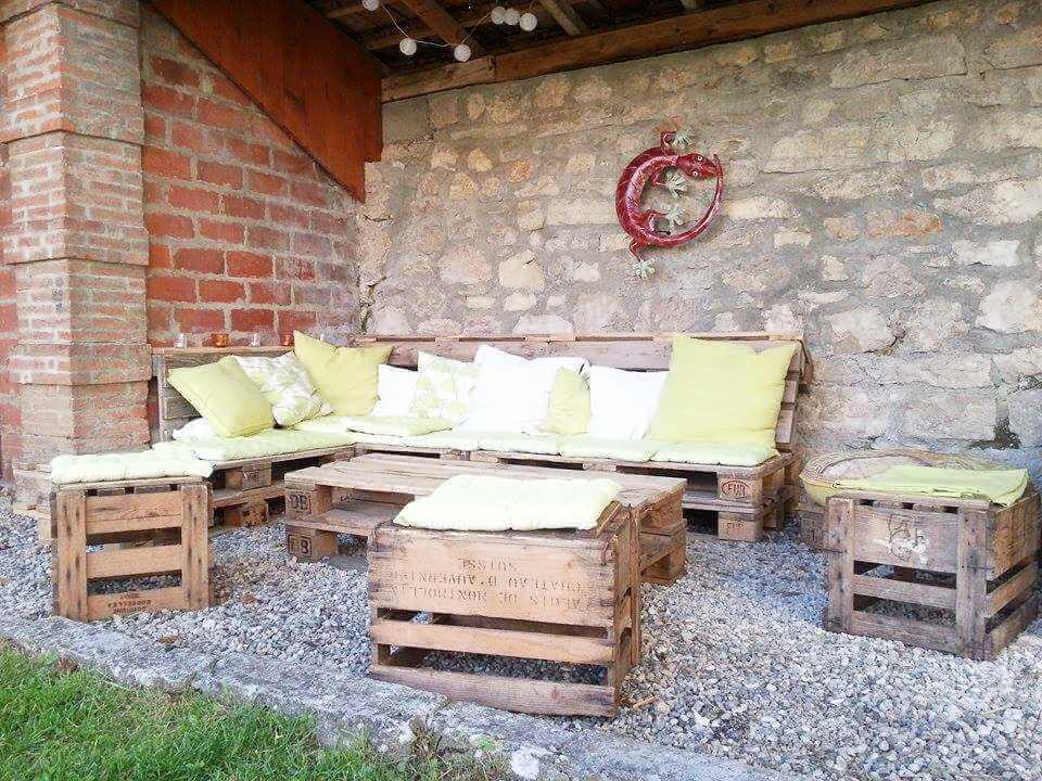 handmade wooden pallet porch sitting set