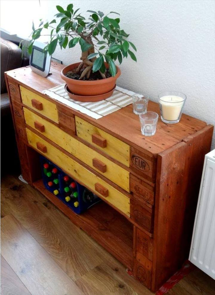 low-cost wooden pallet sofa side table