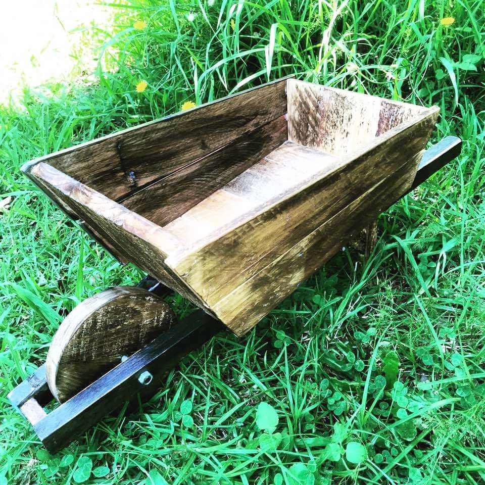 upcyclled pallet wheelbarrow