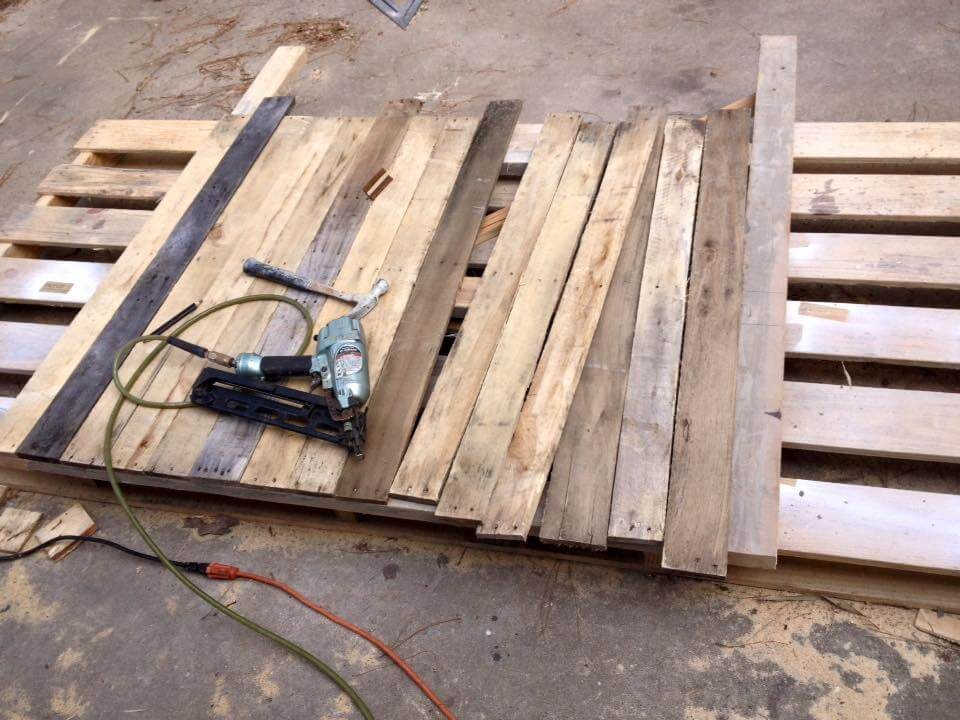 Separated pallet slats