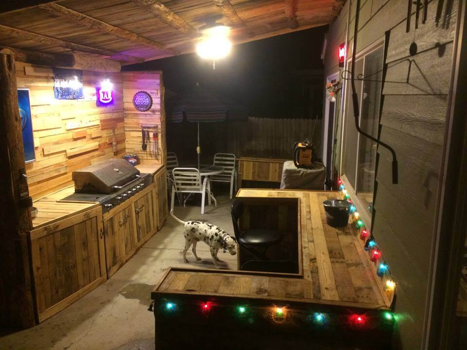 Upcycled pallet outdoor kitchen for Pallet kitchen ideas