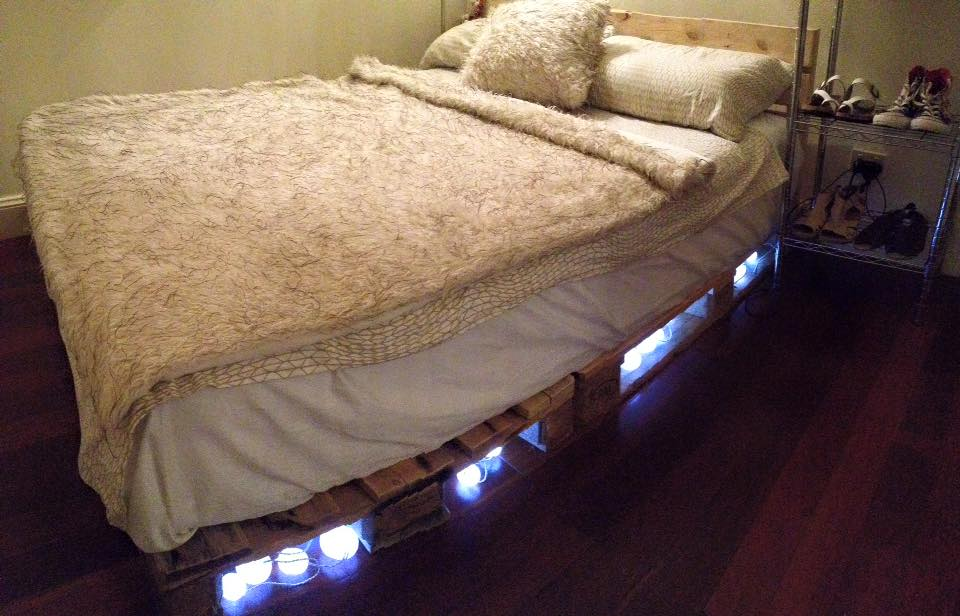 Diy Pallet Bedroom Furniture Bed With Headboard And Lights In Spanish Diy Pallet Bed With