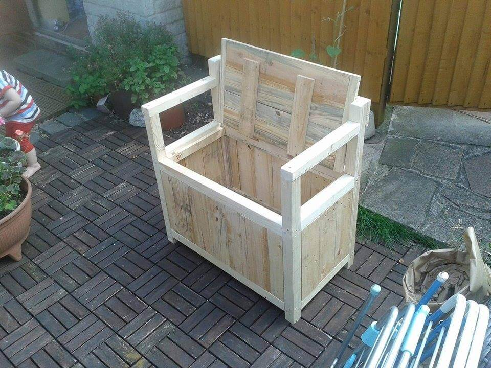 Pallet Toy Chest – Seat or Bench