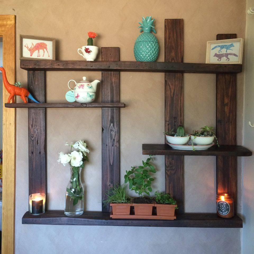 Pallet shelf for wall decor for Decoration shelf