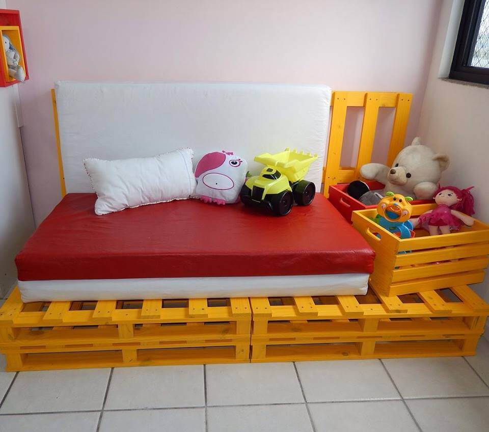 pallet kids sofa or daybed