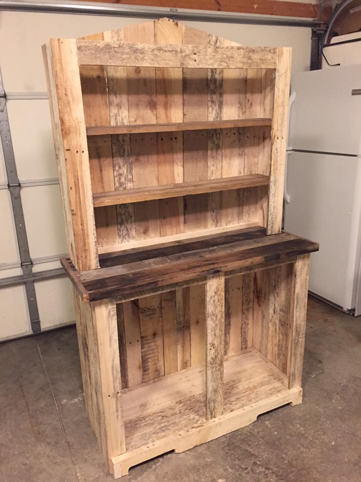 Pallet kitchen hutch 101 pallet ideas for Pallet kitchen ideas