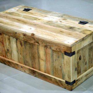 Repurposed pallet storage chest