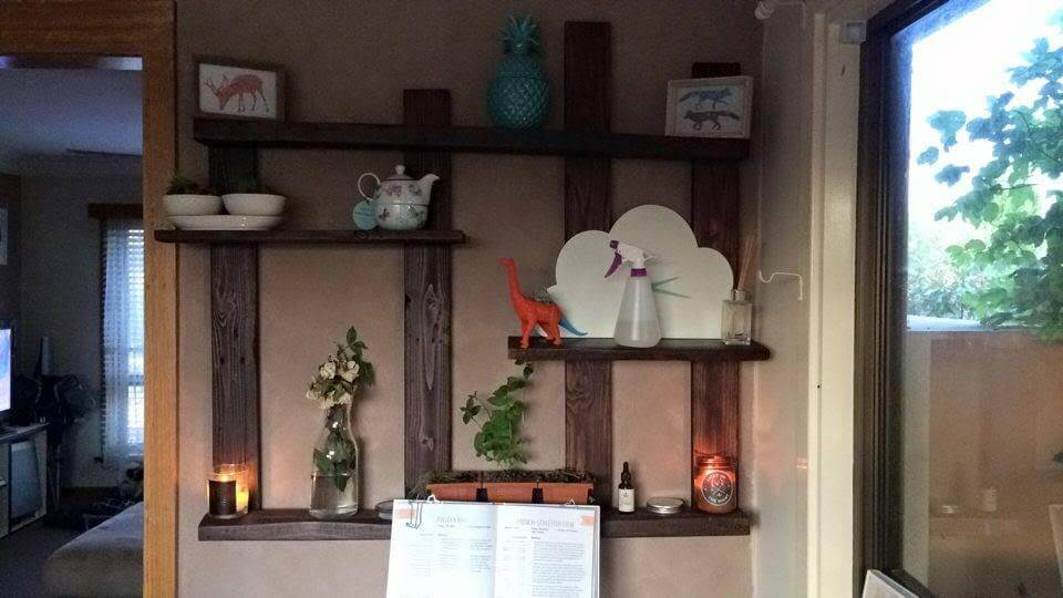 no-cost pallet display shelf