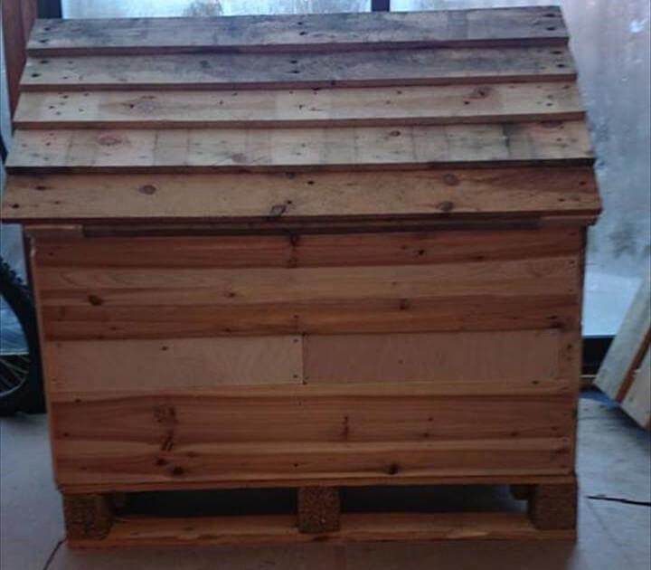 DIY Pallets Wood Dog House