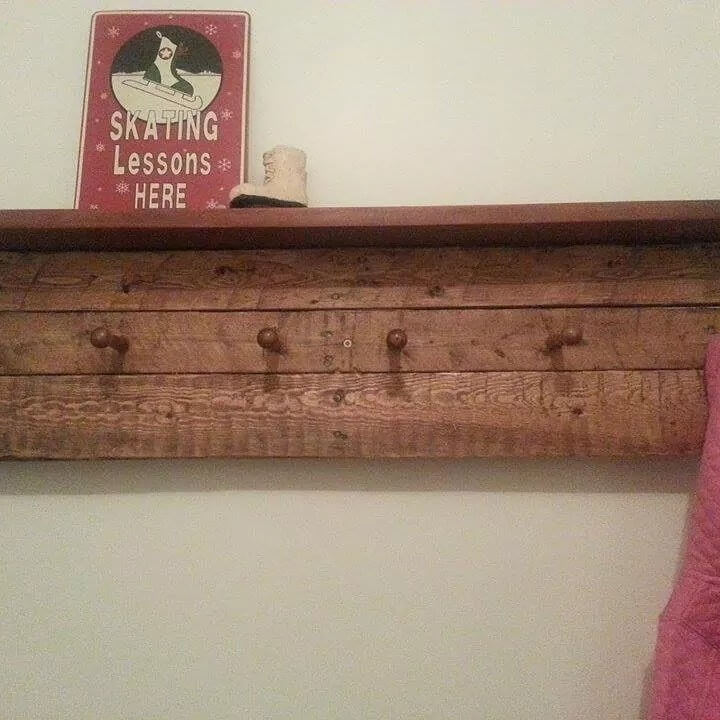 no-cost wooden pallet display shelf