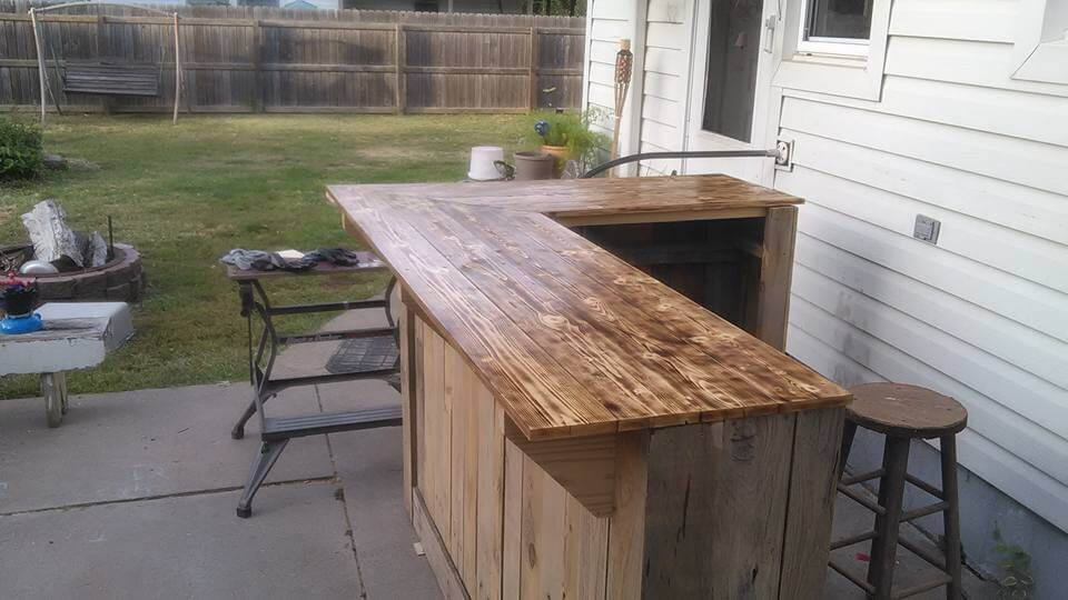 Wooden Pallet Sectional Bar Table