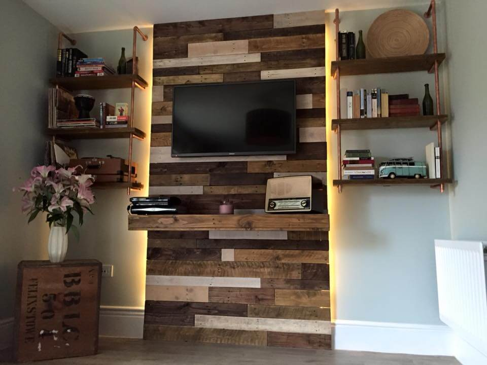 wall hanging pallet entertainment center with book-shelving