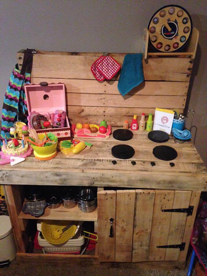recycled pallet kids mud kitchen
