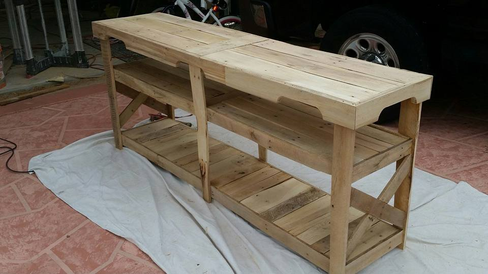 DIY Pallet TV Console Table