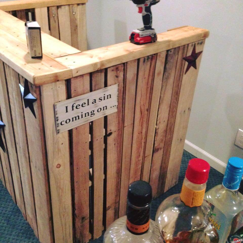 Recycled pallet mini bar