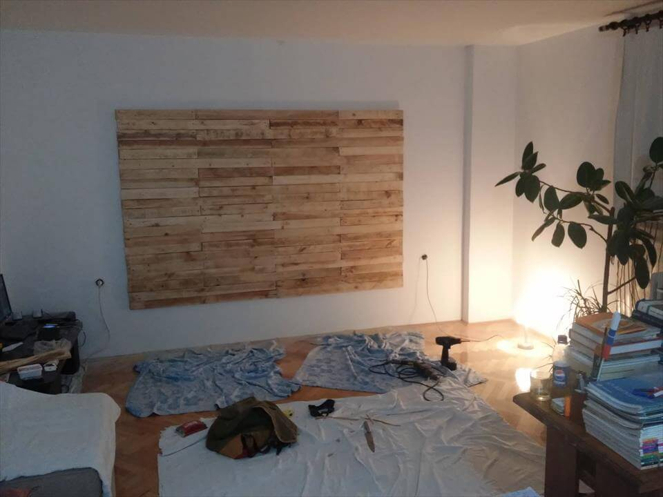 diy wooden pallet accent wall