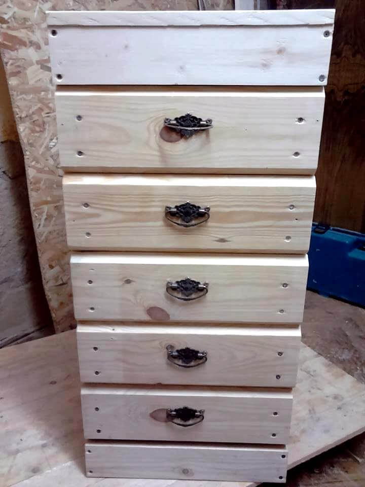Pallet Chest of Drawers - 100% Pallets - 101 Pallet Ideas