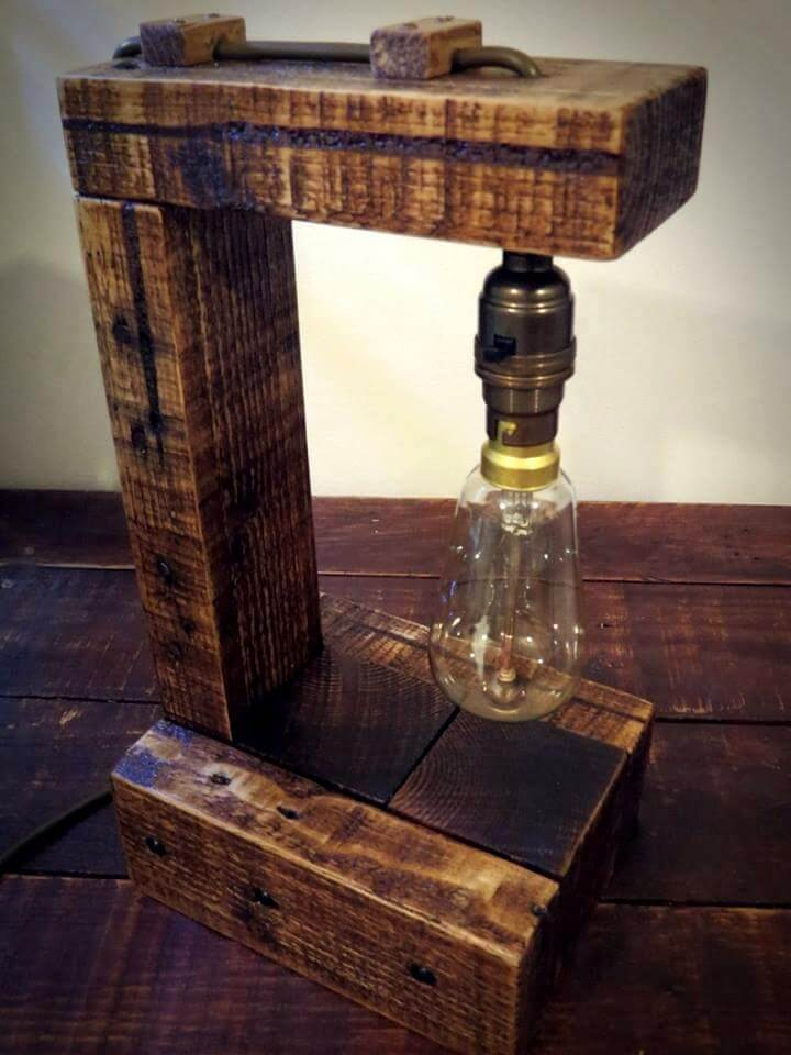 Pallet Table Lamp With Edison Bulb