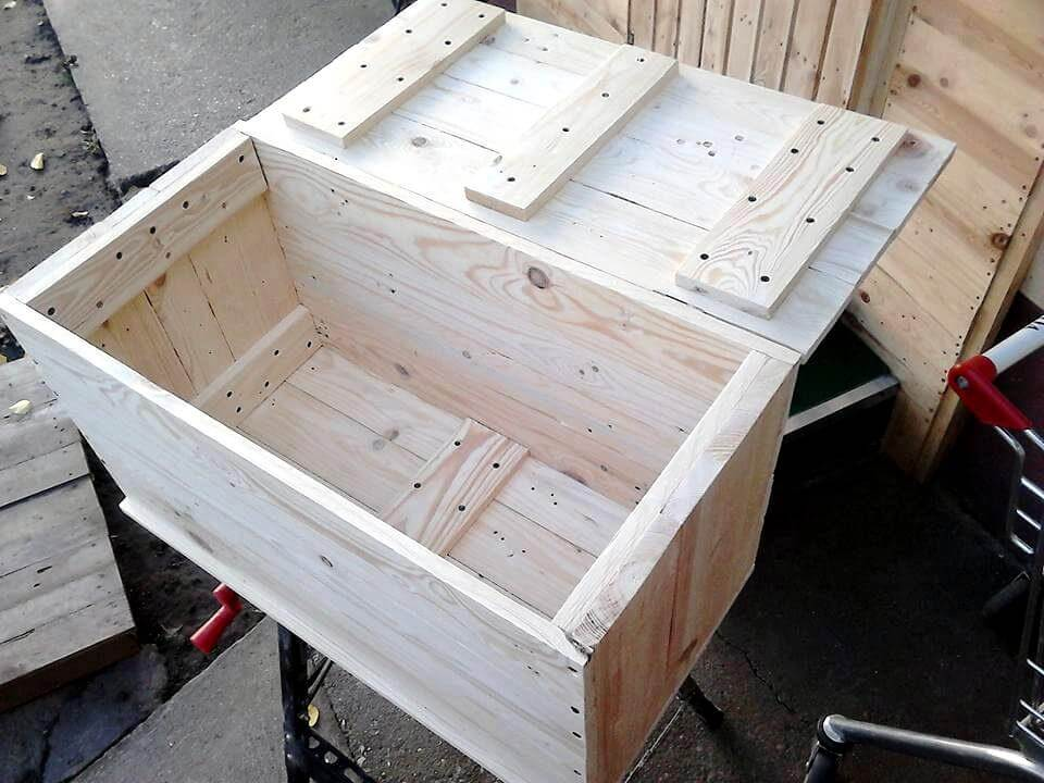 Hope Chest out of Pallets