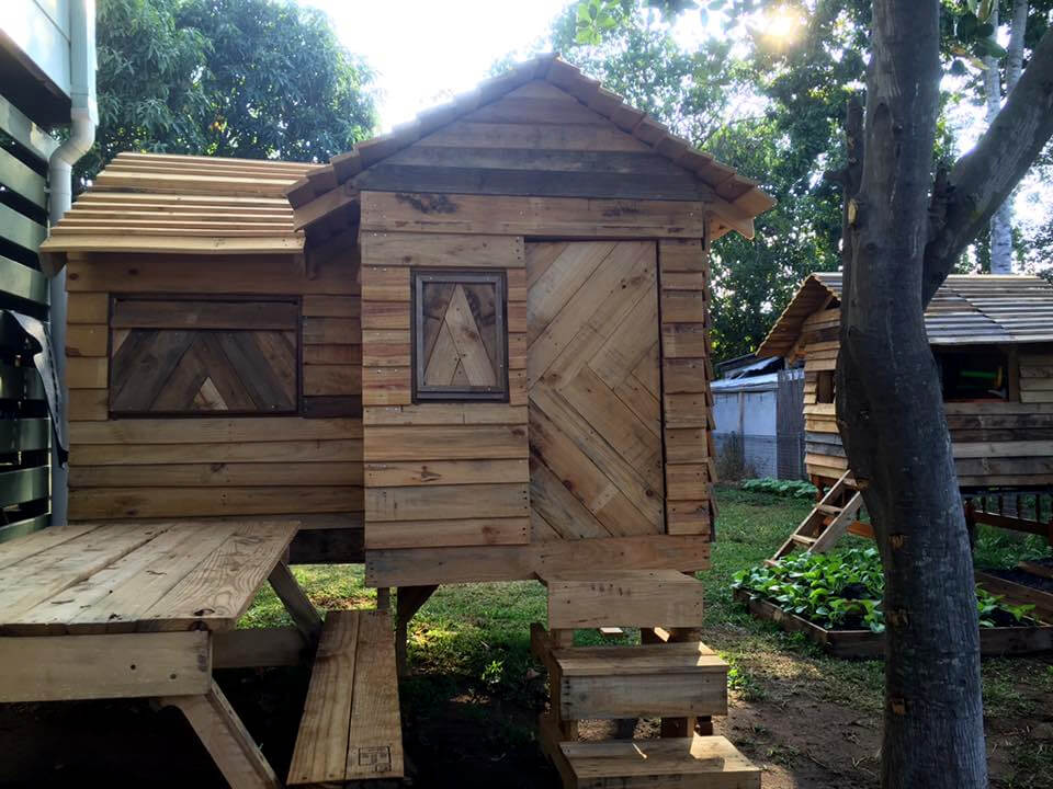 Pallet Cubby House / Playhouse