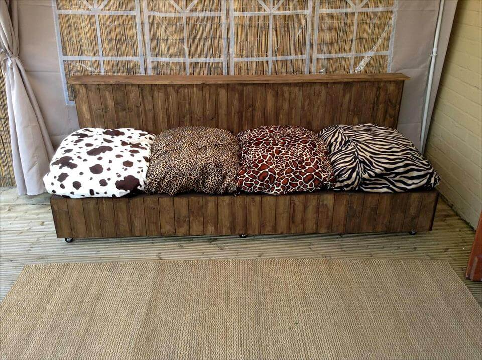 Build Your Own Pallet Sofa