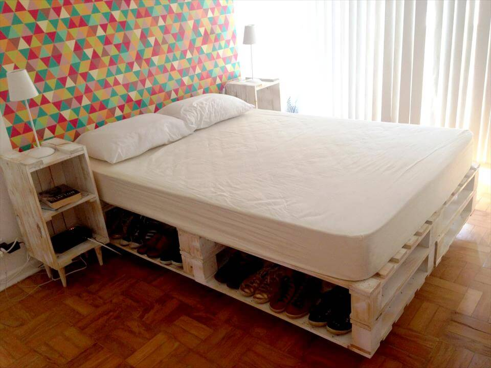 130 inspired wood pallet projects for Pallet king bed frame