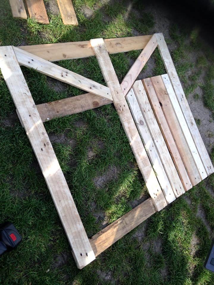 diy pallet garden fence gate. Black Bedroom Furniture Sets. Home Design Ideas