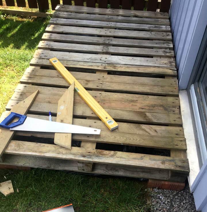 wooden pallet front porch door decking