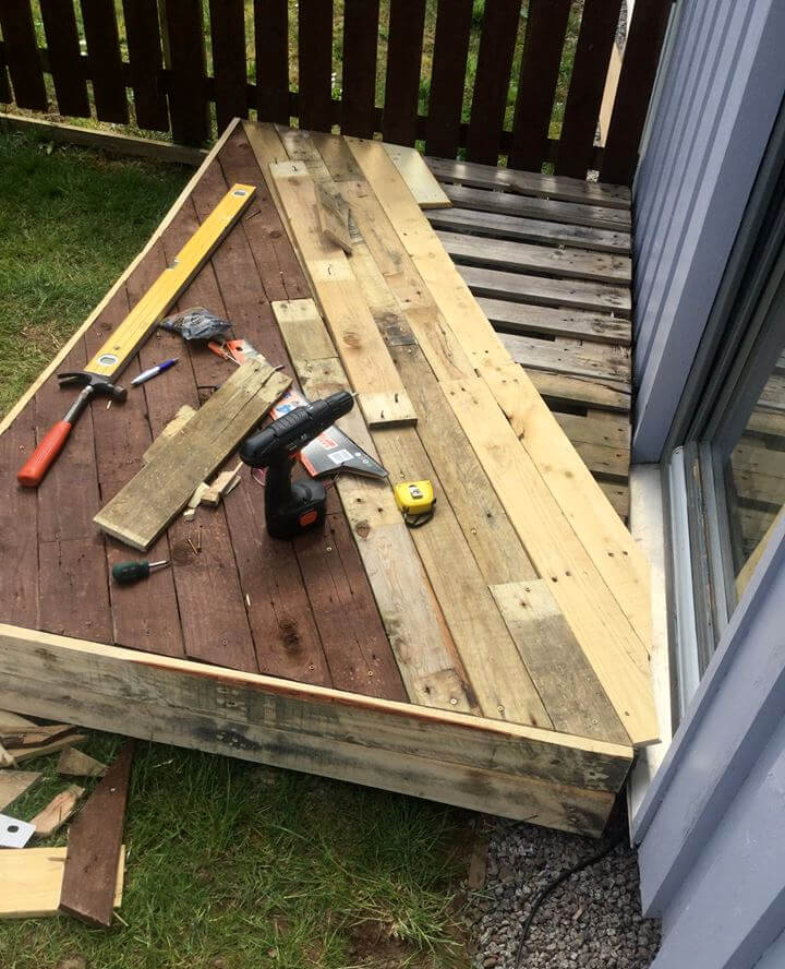 Pallet front porch door decking 101 pallet ideas for Building a front porch deck