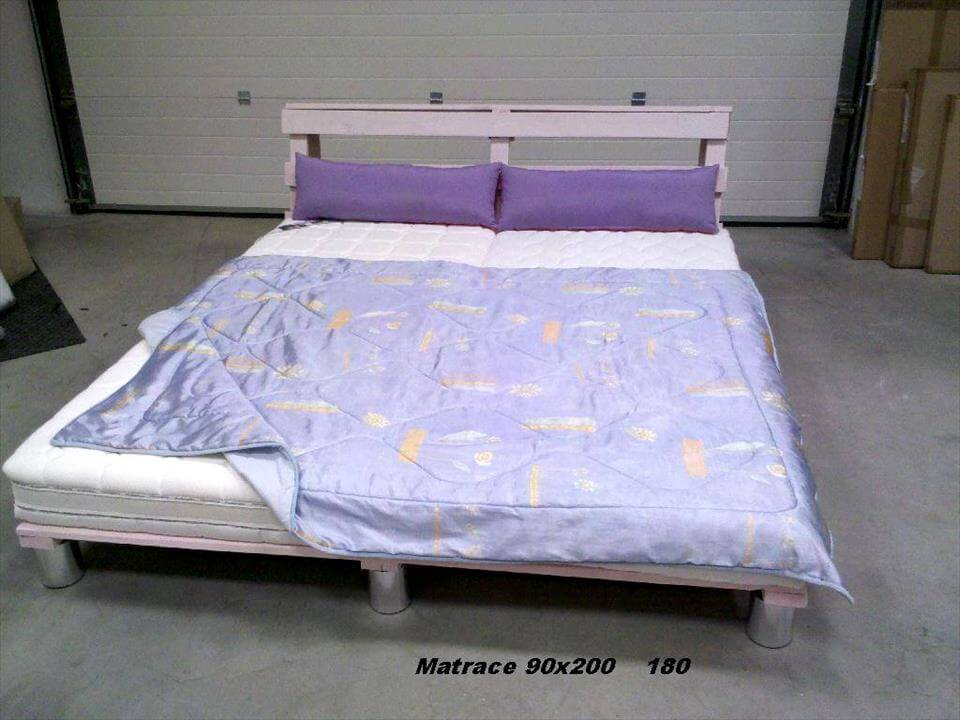 Pallet king size bed with headboard for Pallet king bed frame