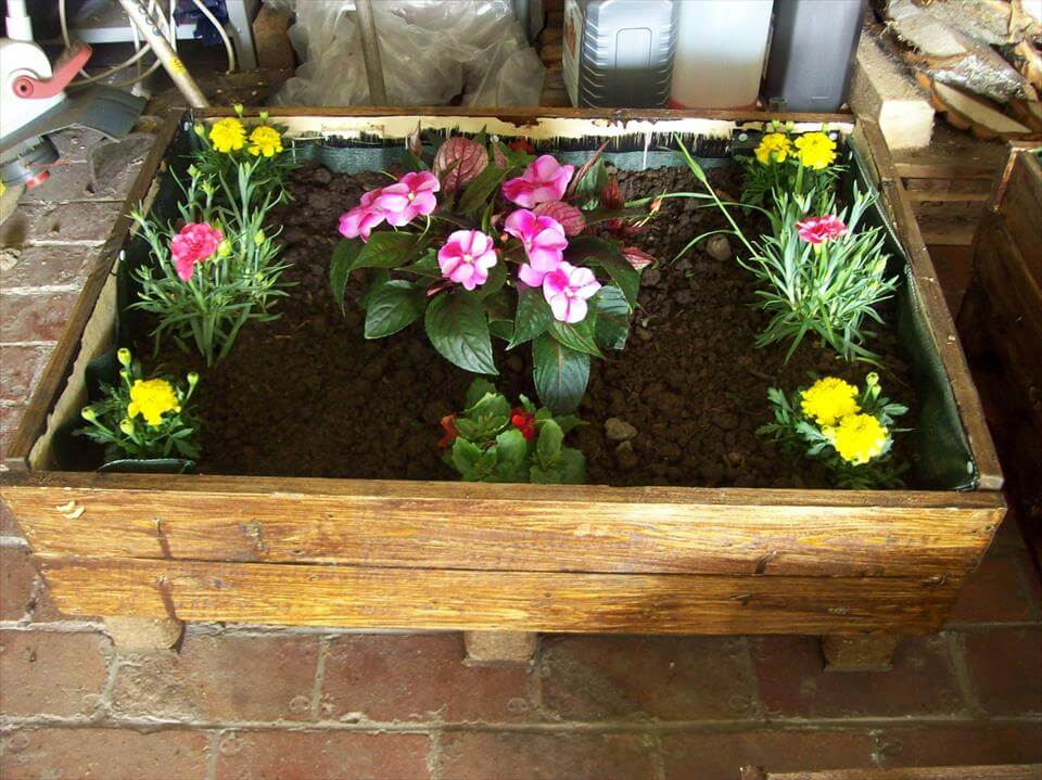 upcycled pallet cart planter Recycled Pallet Furniture Plans Easy DIY Outdoor Pallet Furniture