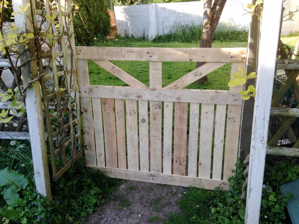Pallet garden fence for Diy fence gate designs