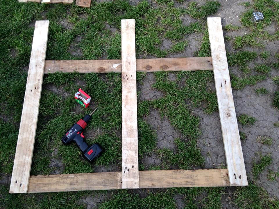 Diy pallet garden fence gate 101 pallet ideas for How to build a garden gate diy