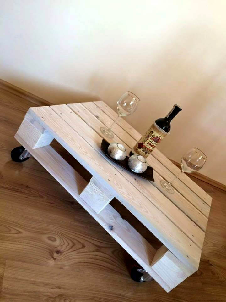 One Pallet Coffee Table With Wheels 101 Pallet Ideas