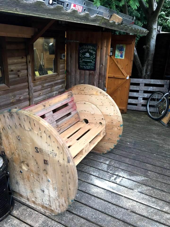 Diy 2 Pallet Board Amp 2 Spool Wheel Bench 101 Pallet Ideas