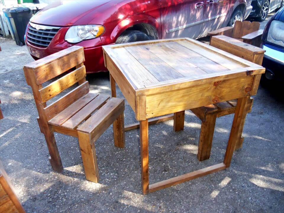 handcrafted wooden pallet 2 person dining set