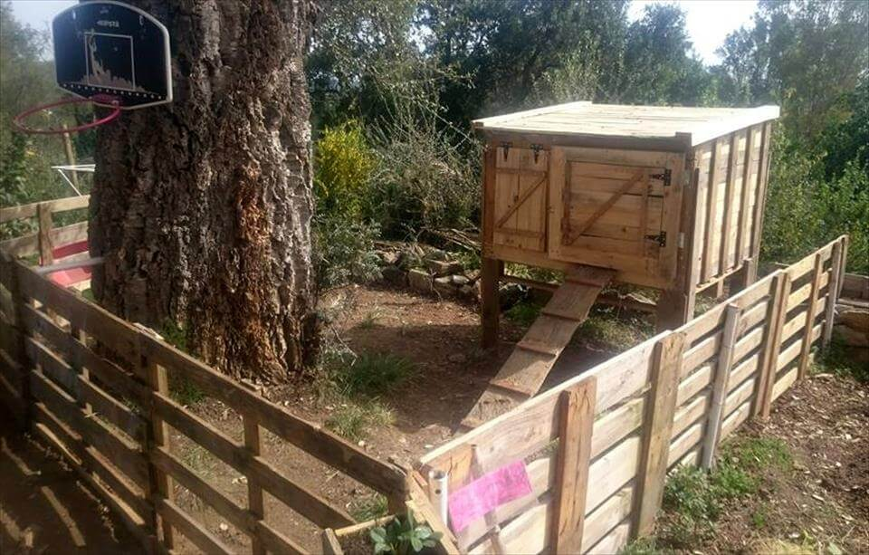 130 inspired wood pallet projects for How to build a chicken coop from wooden pallets