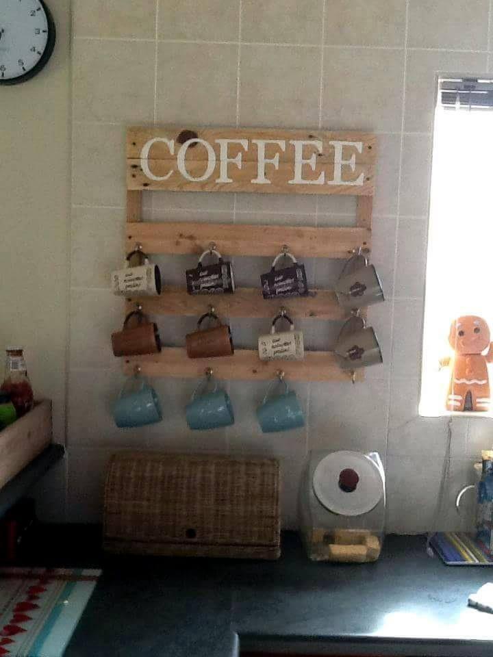 Wooden pallet coffee mug holder