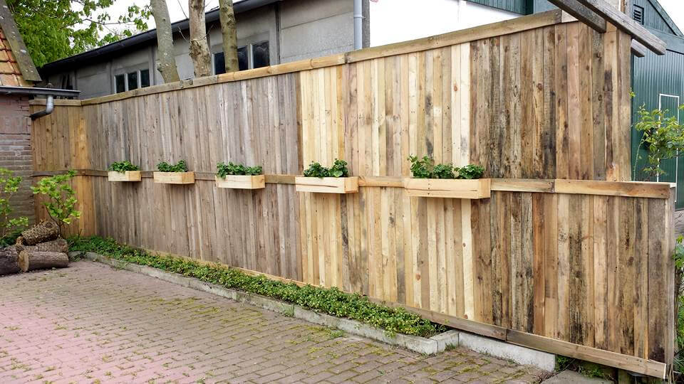 130 inspired wood pallet projects for Wood pallet privacy walls