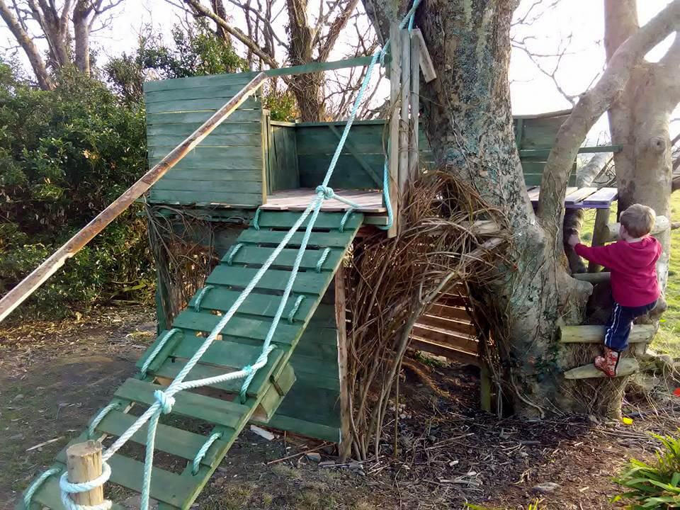 custom pallet kids tree house or playhouse