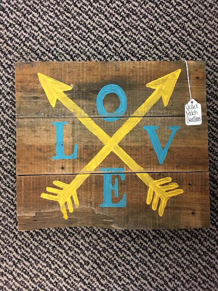 diy wooden pallet love wall art
