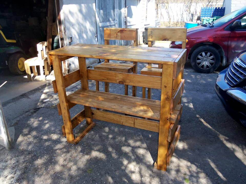 custom wooden pallet outdoor party set