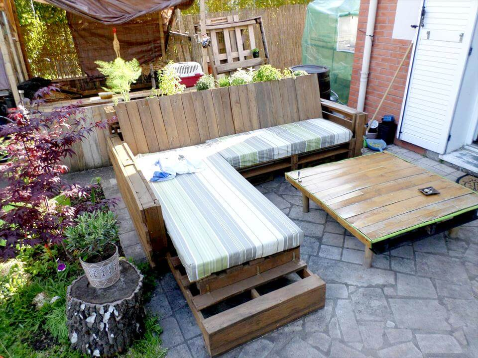 no-cost wooden pallet patio sofa set or party lounge