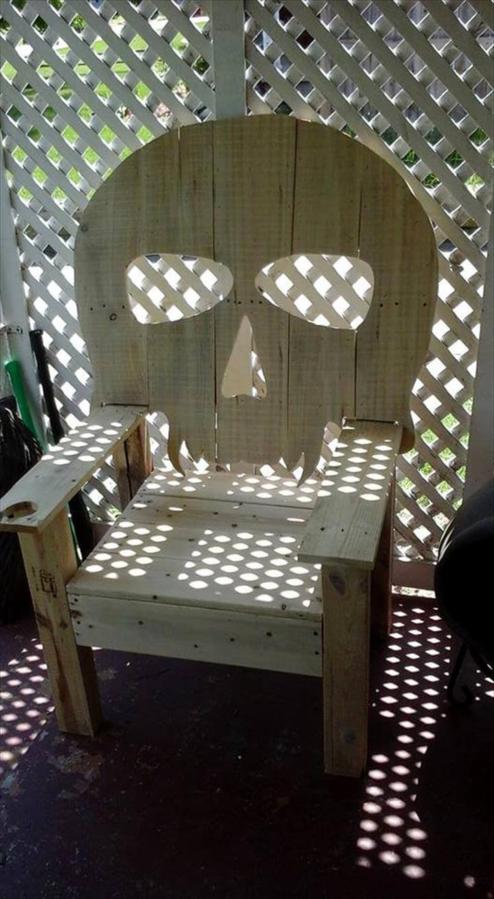 Wood pallet skull chair