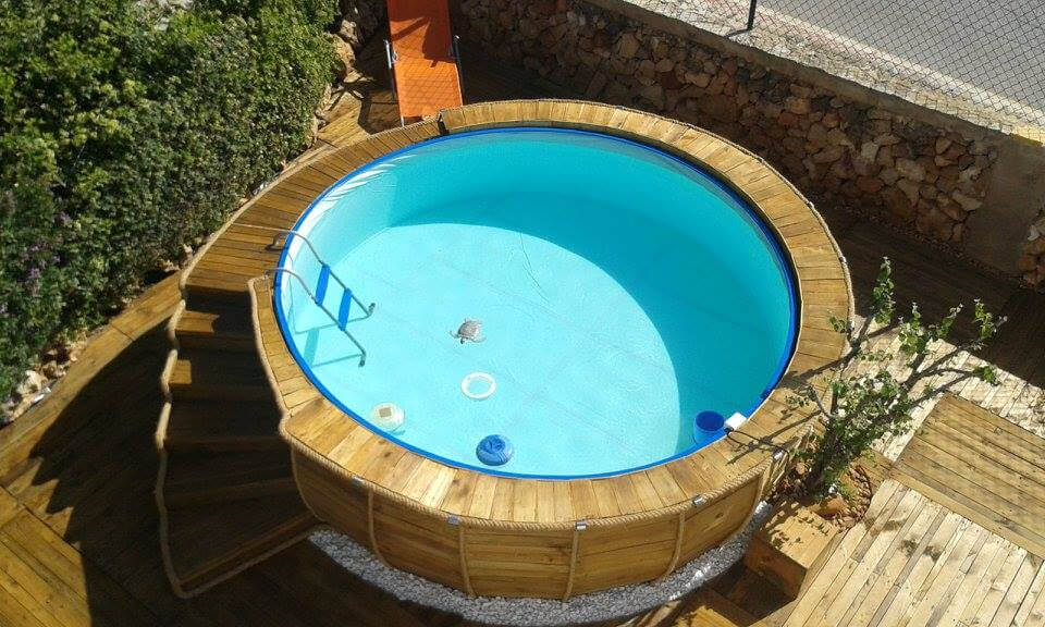 Pallet Swimming Pool / Pool Deck