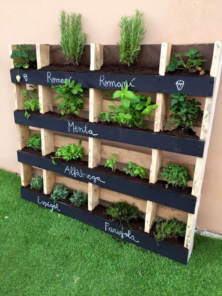 130 inspired wood pallet projects for How to make a vertical garden using pallets