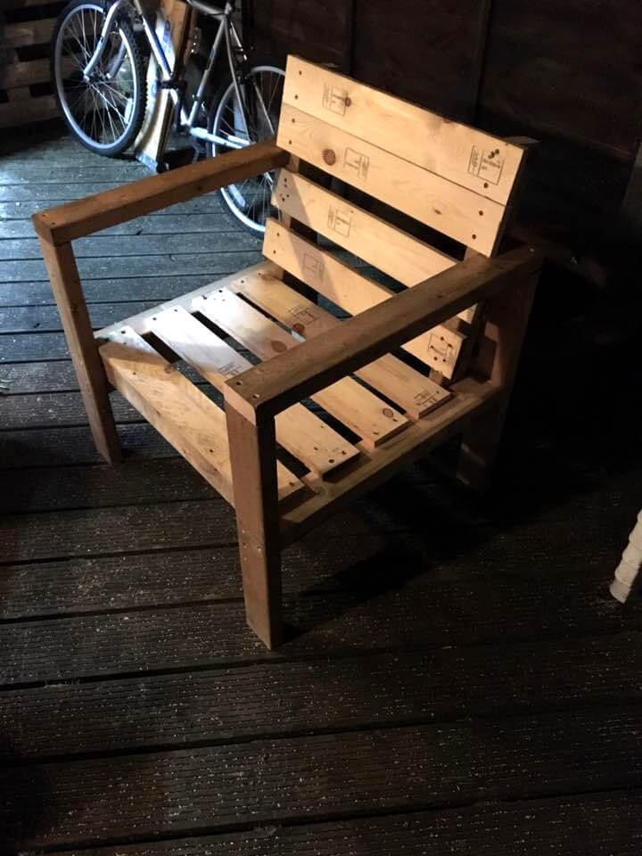 robust pallet wood armchair