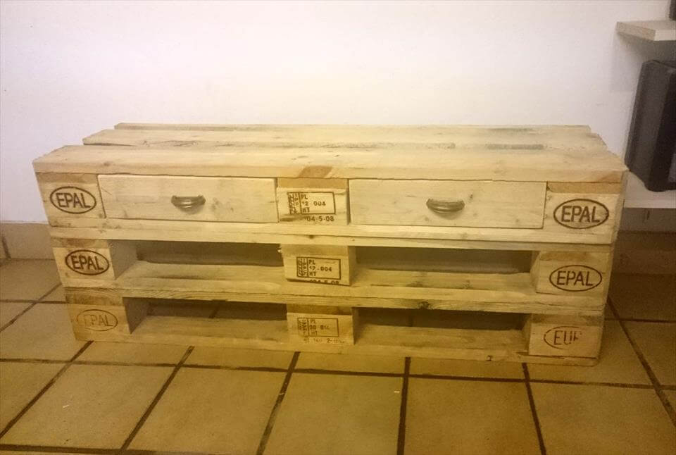 cute and small pallet table