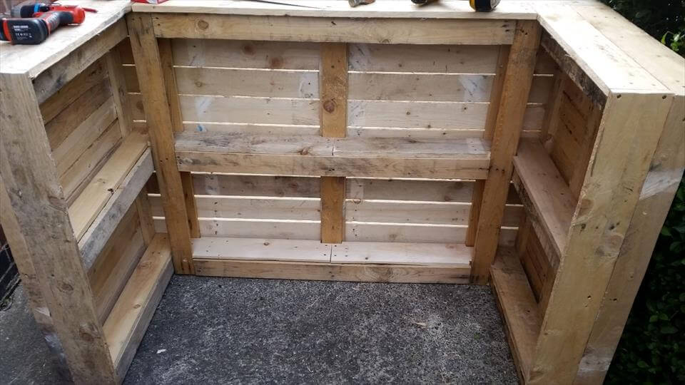 Easy DIY Wood Pallet Bar Project - 100% Pallets
